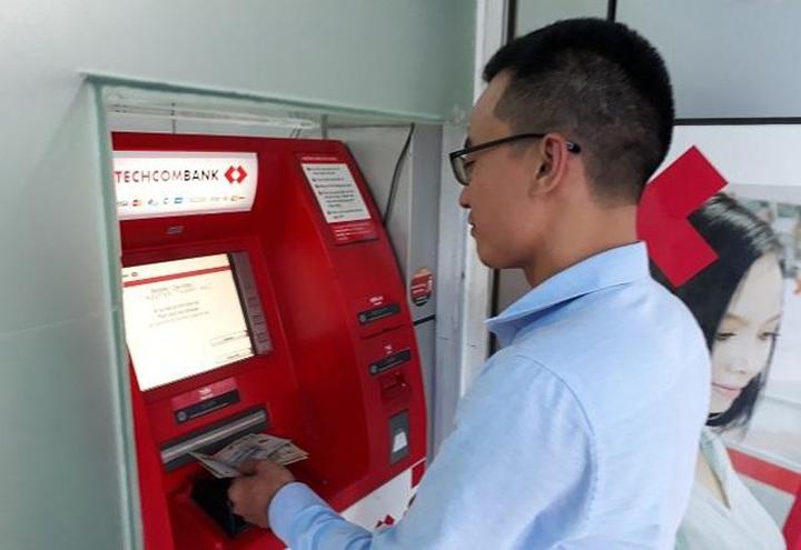 Nạp tiền trực tiếp vào máy atm techcombank